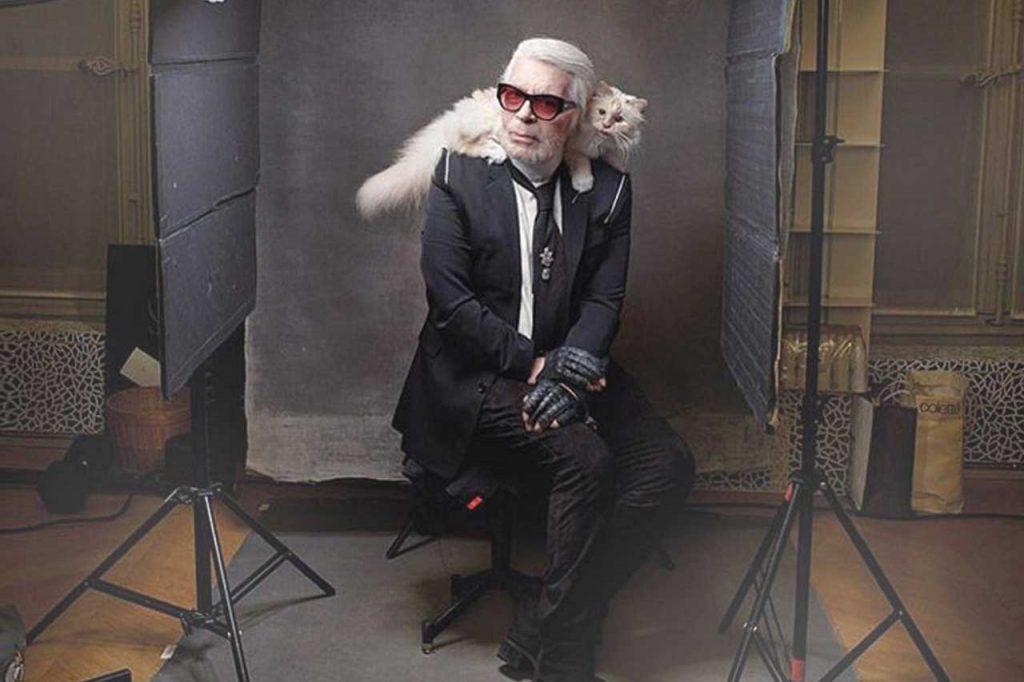 Karl Lagerfeld byl extravagantní, extravagantní byla i jeho kočka