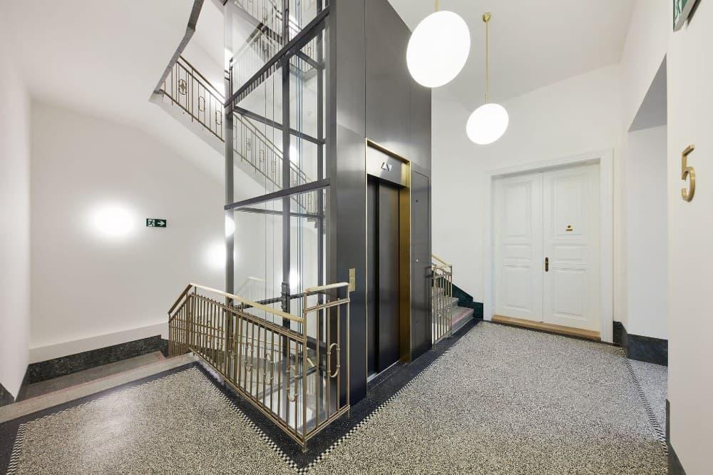 Palác Dlážděná, výtah