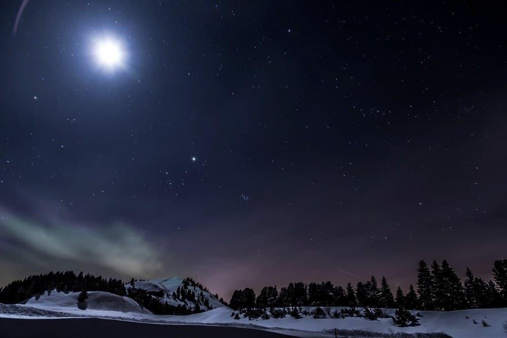 Noční obloha zima, leden